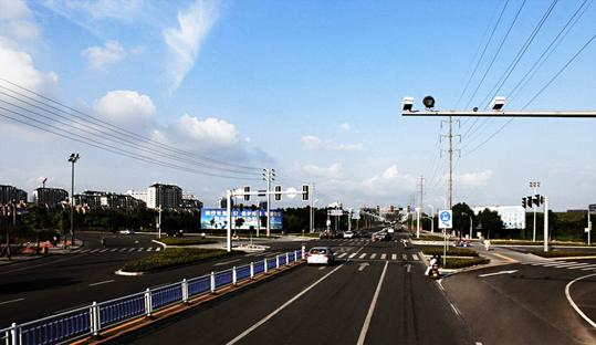 道路监控系统设备和车用监控系统设备区别?